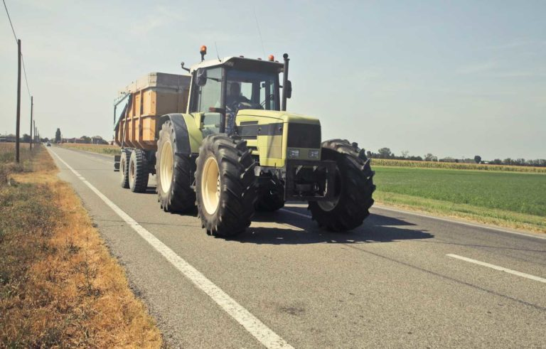 Rodzaj ciągnika rolniczego, a wielkość gospodarstwa. Jaki wybrać?